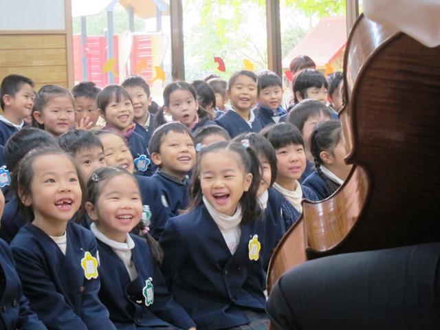 幼稚園でのコンサート